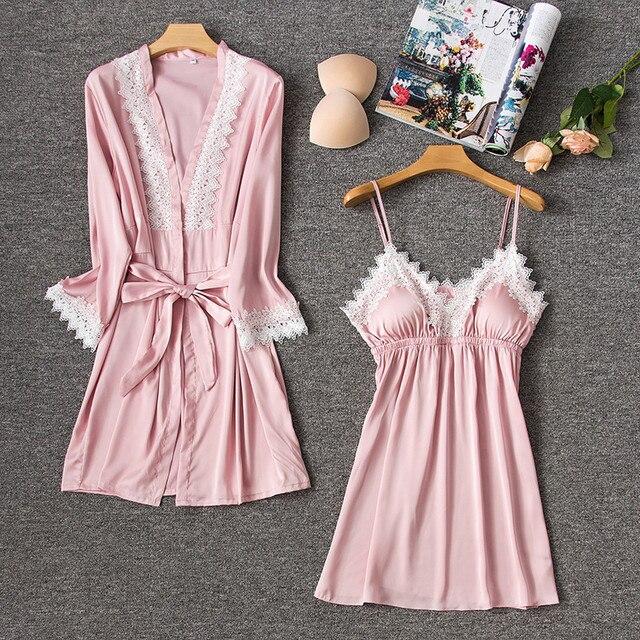 2bd4c4098 Rosa Sexy Conjunto Rendas Sleepwear Rayon Camisola Robe Twinset Verão  Quimono Roupão Negligee Vestido Casa das Mulheres Roupas Casuais