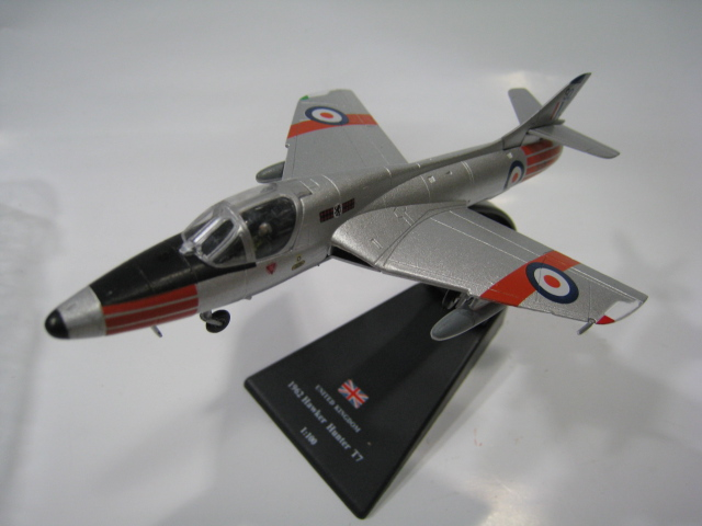 AMER 1/100 Scale Military Model Toys 41. Hawker Hunter T.7 Fighter Diecast Metal Plane Model Toy For Collection/Gift/Decoration