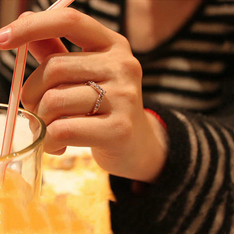 Chic แฟชั่น V Shaped Shining คริสตัลแหวนผู้หญิง Lucky หญิงเครื่องประดับแหวนโรแมนติก Zircon เครื่องประดับ Xmas