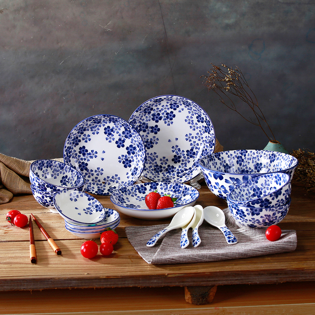 High Quality Japanese Style Blue And White Ceramic Dinnerware Set Porcelain Soup Plate Rice Bowl Spoon