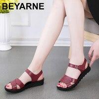 BEYARNE2019summer новая мама модные сандалии на мягкой подошве Удобные среднего возраста с сандалии Большие размеры черные женские сандалии E392