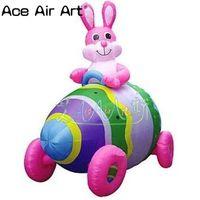 Горячая распродажа; надувной маленький розовый кролик, сидя в цветные Пасхальные Яйца автомобиль для пасхальные украшения