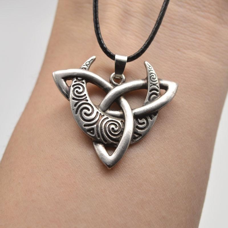 10pcs Antique Silver Celtic Triquetra Moon Trinity Knot