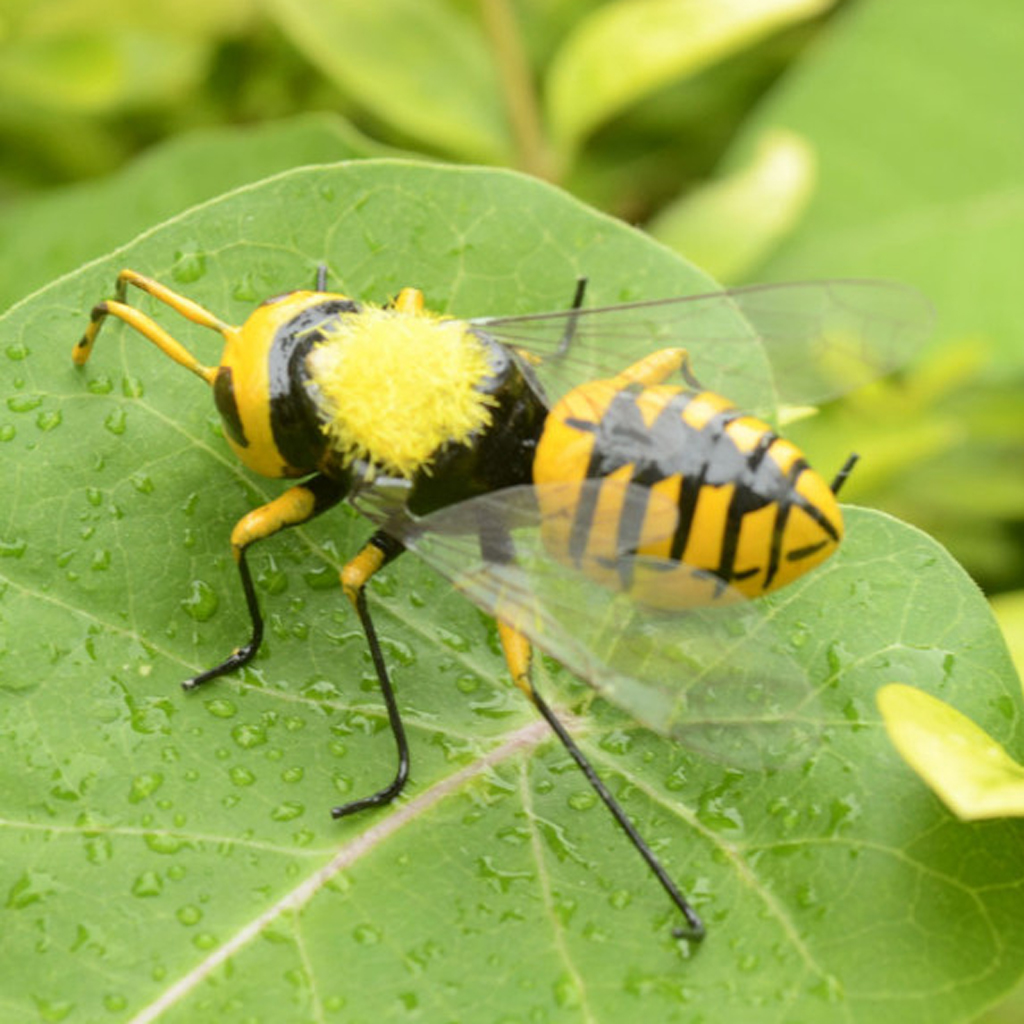 Lifelike Insect Figurines Bee Statue Lawn Ornament Garden Patio Decoration