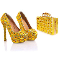 Свадебные туфли лодочки; женская обувь и сумочка в комплекте; обувь для невесты на платформе с украшением в виде кристаллов; цвет золотой, че