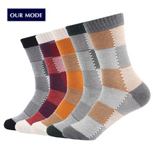 OUR MODE 2017 autumn winter lattice patterns thick line long cotton socks for men fashion personality socks 5pairs/lot