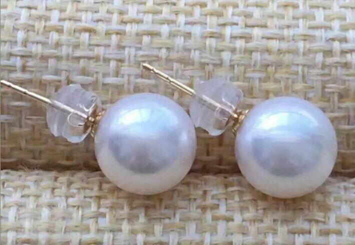 Une paire d'élégantes boucles d'oreilles en perles blanches Akoya naturelles 9-10mm