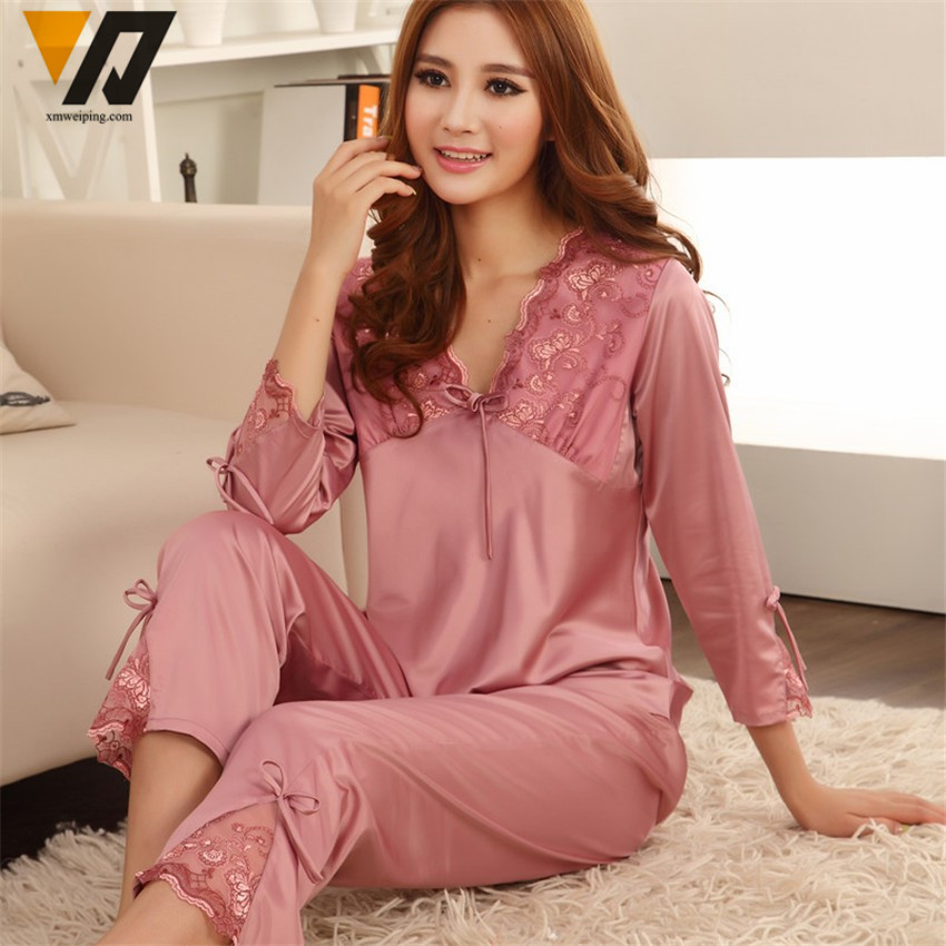 Comfortable nightwear means a good night's sleep Our nightdresses and pyjama sets come in an array of styles, from sexy and silky to soft and cosy. For those special nights, our chemises in intoxicating colours and sensual fabrics are sure to please.