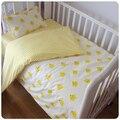 (3 unids/set) bebé ropa de cama cuna conjunto pequeño pato amarillo y el diseño de la tira 100% de algodón se puede personalizar para bebé recién nacido chicas chicos