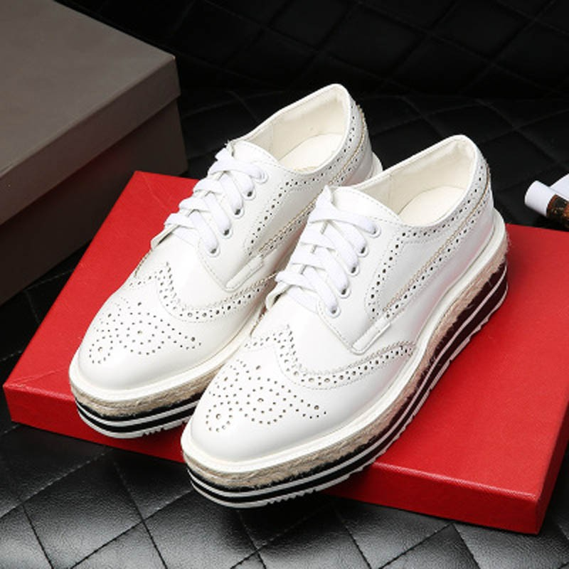 Vintage Women Brogue Shoes Lace Up Hemp Thick Bottom Oxfords Shoes For Women Mirror Patent Creepers Ladies Flat Platform Shoes (10)