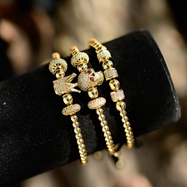 208066183e0d 3 piezas de lujo CZ Crown & Skull cobre Bead macramé pulseras Set dije  hombres y brazaletes hechos a mano para mujeres dropshipping. exclusivo
