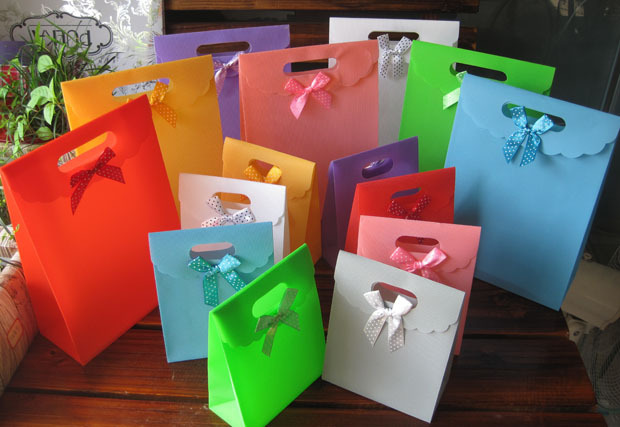 Free shipping 20pcs/lots 16.5*12.5*6cm high quality PP gift packaging bag,thickening PP gift bag 8 colors in