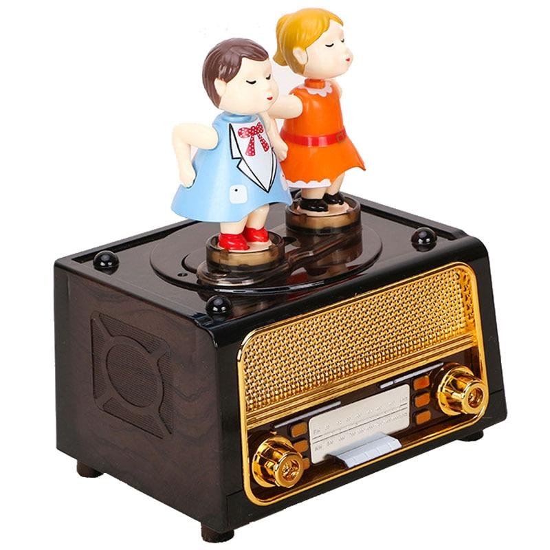 Cartoon Lover Doll Model Boite A Musique Unique Radio Caja Musical Cute Creative Home Decoration Children Carousel Music Box