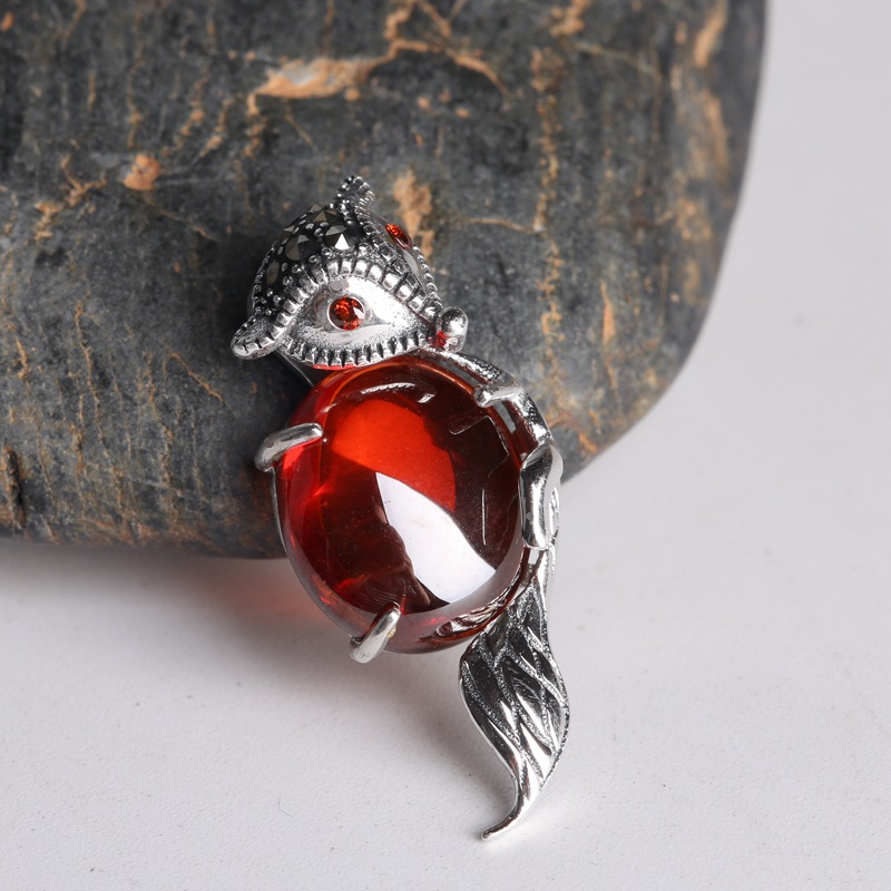 925 silver fox T decorated with red pomegranate pendant