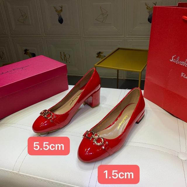 Фото женские туфли лодочки mary jane на низком каблуке шпильке из