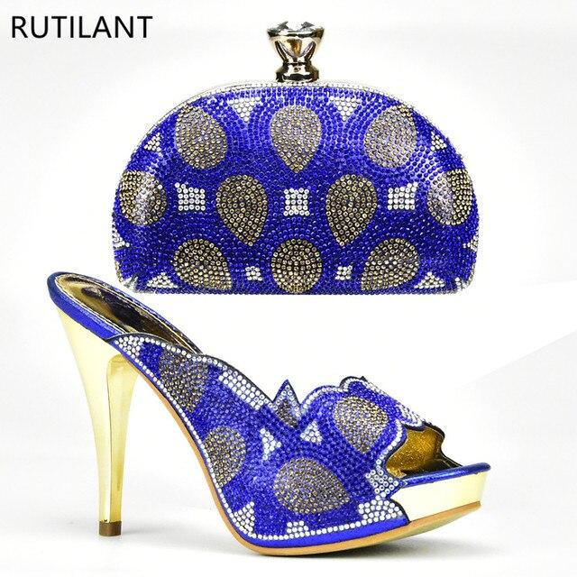 1a1f901cb8 Mais recente Sapatos Africanos e Sacos de Correspondência de Cor Azul Sapato  Italiano e Saco de