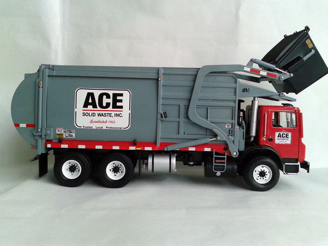 First Gear  3954 1:34 MACK MR FRONT LOAD REFUSE TRUCK WITH BIN