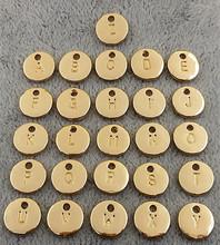 Najwyższa jakość 26 sztuk partia dwustronnie posrebrzane złoty kolor alfabet A-Z list Tag Charms znaczek początkowy urok do tworzenia biżuterii tanie tanio SEVEN PLUS Ze stopu cynku Alfabet Daty i numery Moda ZM01 Metal TRENDY