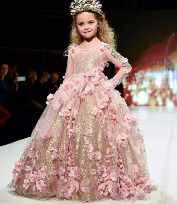 2019 New Gold Sequined Ball Gown Girls Pageant Gowns Long Sleeves Jewel Neck Luxury Flower Girl Dress with 3D Floral Appliques 2019 New Gold Sequined Ball Gown Girls Pageant Gowns Long Sleeves Jewel Neck Luxury Flower Girl Dress with 3D Floral Appliques