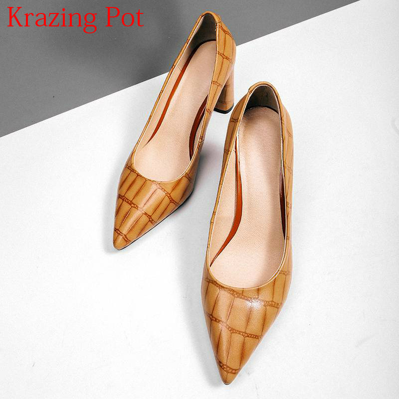 купить 2018 New Arrival Elegant Cow Leather Streetwear Shallow Office Lady Wedding Shoes Pointed Toe High Heels Party Women Pumps L20 по цене 3802.23 рублей