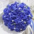 Simulación de Corea mano que sostiene la novia celebración ramo de rosa artificial ramo de flores de la boda ramos de novia