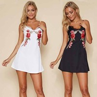 JIN SHE 2017 New White Sleeveless Flower Embroidery Summer Dress For Women Sexy Lace Joining Together Women'S Condole Belt Dress