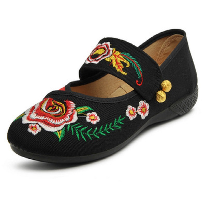 2018 Spring and Autumn new embroidery old Beijing shoes casual Chinese style embroidery shoes dance shose female