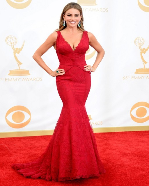 Charming Deep V Neck Sofia Vergara Red Mermaid Lace Celebrity Dress Emmy Awards 2017 Red Carpet Gowns