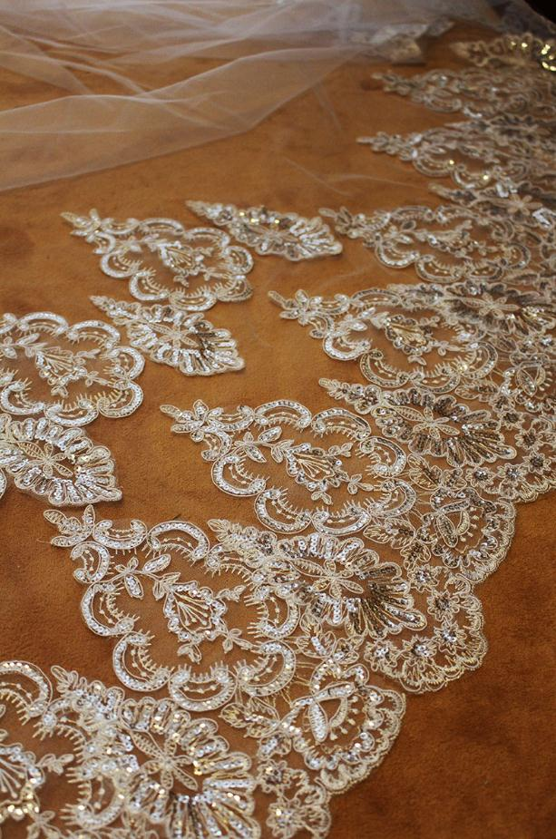 Image 4 - velos de novia 3 Meters 2T White&Ivory Sequins Blings Sparkling Lace Edge Purfle Long Cathedral Wedding Veils-in Bridal Veils from Weddings & Events