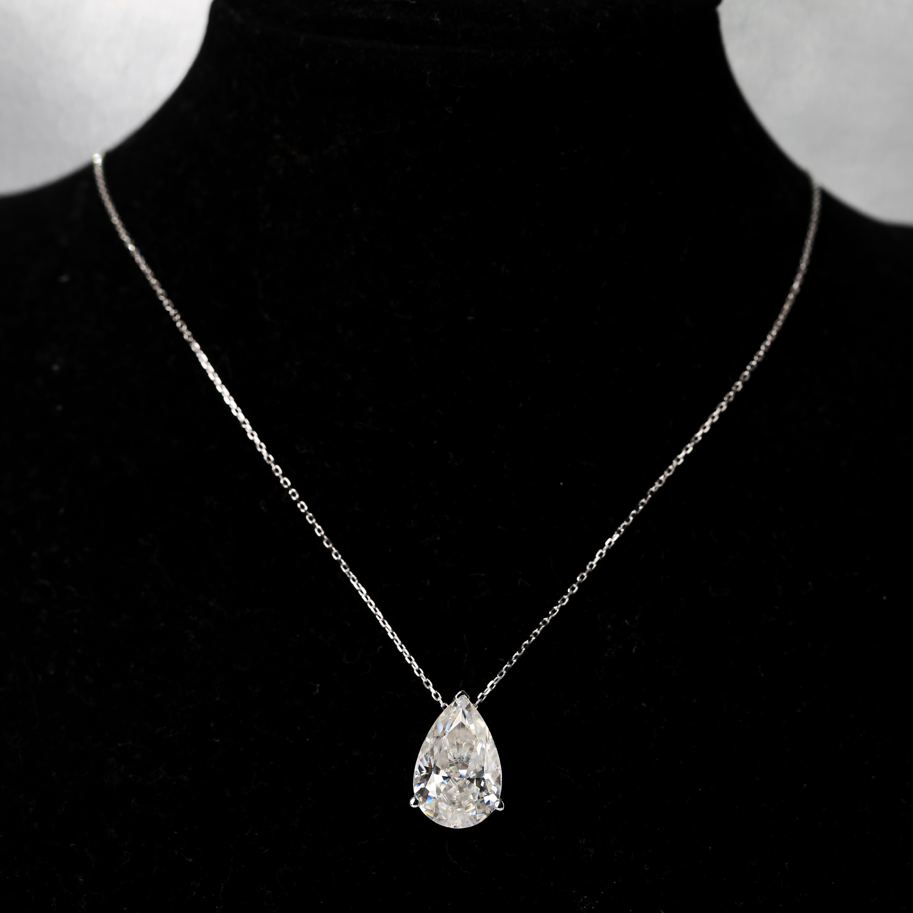 Solid 18K White Gold Moissanite Pendant 4.5ct 10x15mm DF Color Pear Cut Moissanite Lab Diamond Pendant Necklace For Women