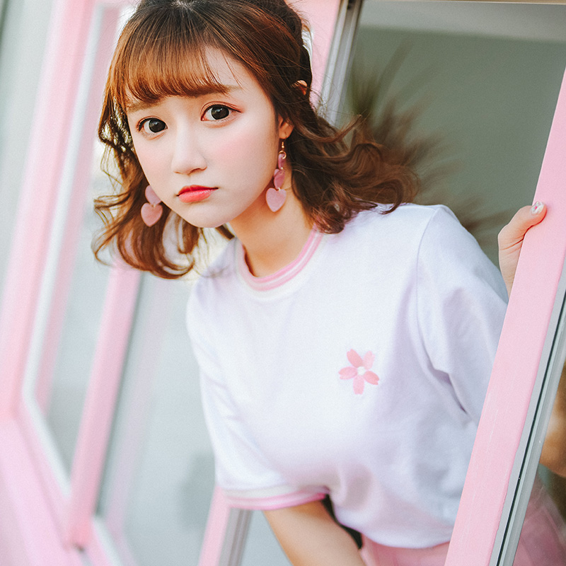 2018 Spring Summer New Harajuku Fresh Rainbow Collar And Cuffs Flower Embroidery Tshirt Female Korean Kawaii Cute Wild Tee Women