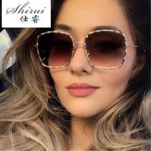 Oversized Fashion Classic Metal Frame Square Sunglasses Women Brand Design Summer Style Gradient UV Goggles Gift Bear Pendant стоимость
