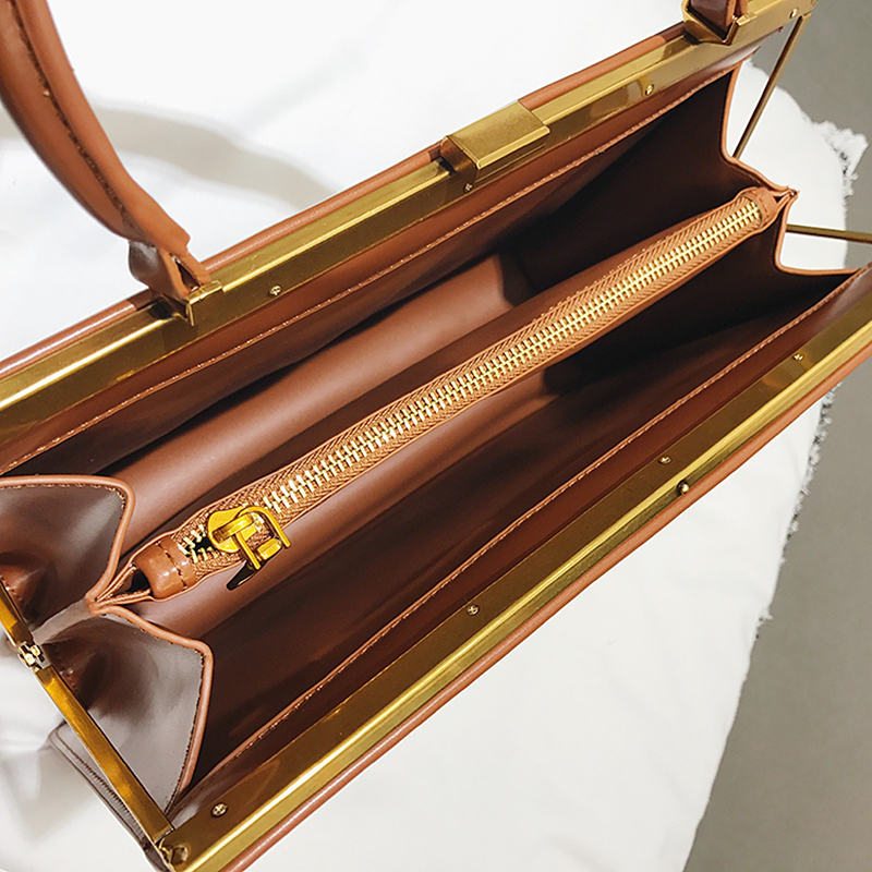 Image 4 - Женские сумки тоут Burminsa, летние сумки с металлической оправой  и застежкой, модные дизайнерские сумки конверт, Роскошные Сумки из  искусственной кожи, 2020Сумки с ручками