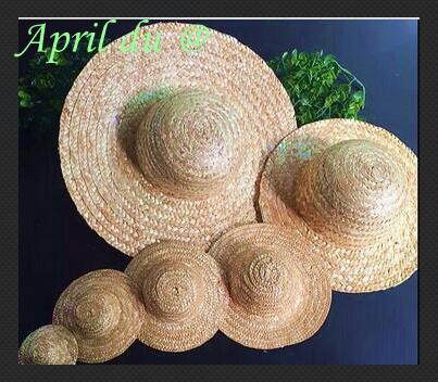 52a75c0666ab7 Gagqeuywe Mão Chapéu de Tricô Chapéu De Palha Mini Boneca Ornamento Pequeno  Strawhat Acessórios Jóias DIY