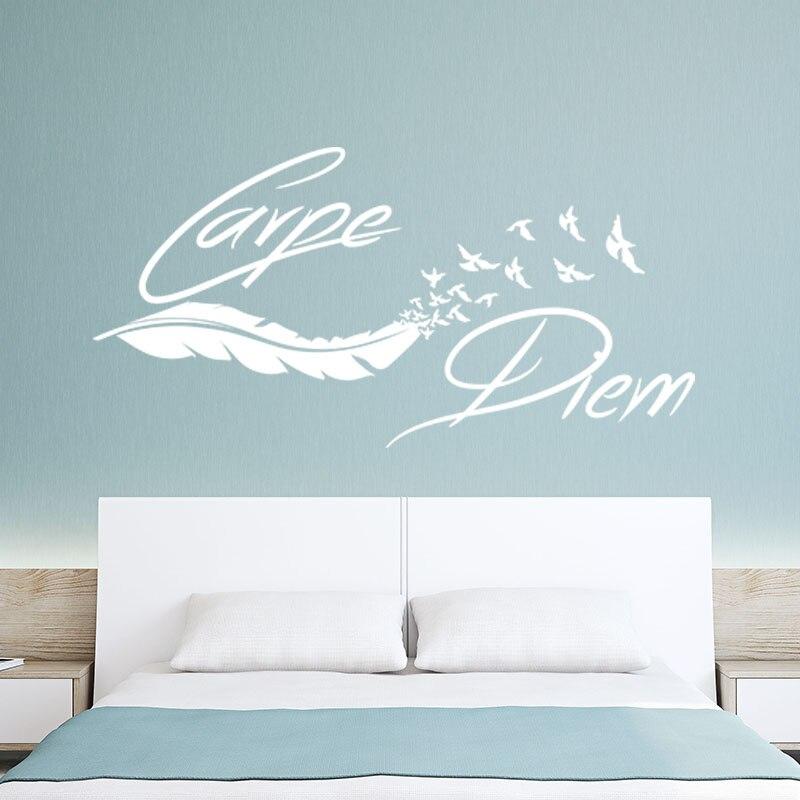 Autocollant Citation Carpe Diem mur décor Plume Oiseaux vinyle autocollant mural amovible mur Art papier peint salon décor à la maison affiche