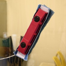 1PC Magnetic Window Cleaner for Single Glazing Windows Portable Useful Glass Cleaning Tool with Cloth for Home Use