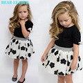 Oso Líder 2016 Nueva Moda Niños Niñas Ropa Set Negro Bowknot Corta Camiseta + Vestido de Flores vestido de Bola 2 unids Sistemas de la ropa