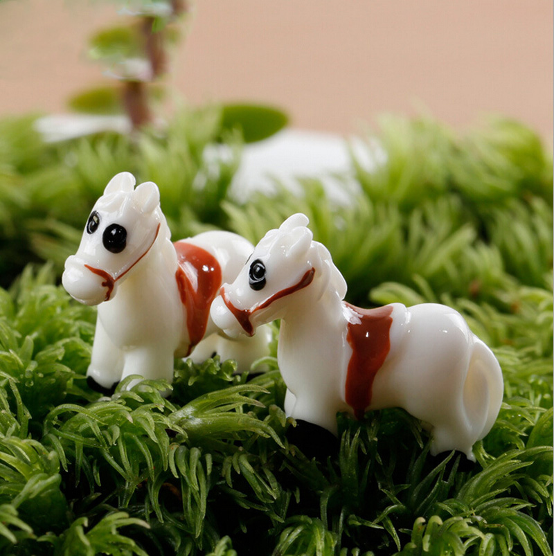 White Horse Figurine Miniature Aniaml Decoration mini fairy garden Cartoon animal statue resin craft Home Car Decoration TNA085
