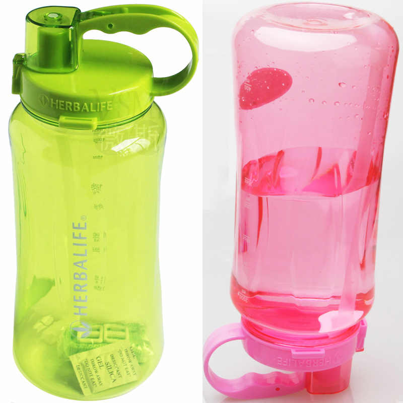 زجاجة مياه من المصنع مباشرة 500 مللي 800 مللي 1L جديدة عصرية متنقلة مزودة بتغذية هيربالفي