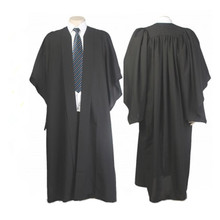 Klasyczna czarna kawalerska toga studencka sukienka akademicka