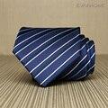 Lazo de Los Hombres de Negocios de alta Calidad 2017 Nueva 8 cm Estilo Británico Azul Marino Trabajo azul Noble Negro Blanco A Rayas Corbata Corbata para Los Hombres Regalo caja