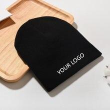 O chapéu feito malha do inverno do logotipo do custome do oem 2020 com seu logotipo 10 pces do bordado misturou a cor pode escolher