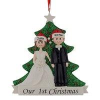 Großhandel Paar Unsere Erste Weihnachten Glitter Resin Christbaumschmuck Personalisierte Geschenk Mit Kiefer Für Urlaub Partei Wohnkultur