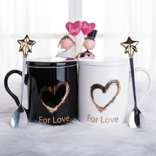 Fashion Cute Couple Loving Heart Ceramics Mugs Black and White Cups Office Coffee Tea Milk Mug Friend Gift Cup with Star Spoon mini cat couple figure toy with suction cups white black pair