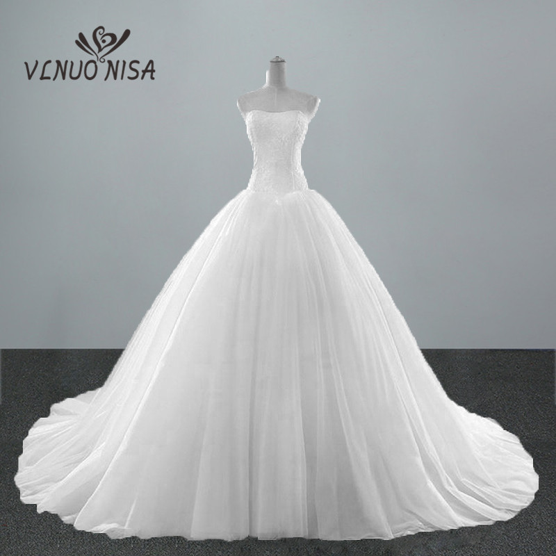 New Fashion Simple Classic Ball Gown Off White Wedding Dress Lace Sweetheart Strapless Sleeveless White With Train Bridal Md