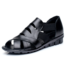 18cb29ef9 Mulheres Sandálias Verão 2018 34-43 Mulheres Ocas Sapatos Fundo Plano Sapatos  Mãe Verdadeira Mãe de Couro Sapatos de Verão