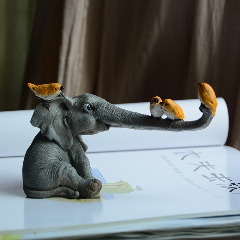 Original Farm Animals Funny Birds Sparrows Rat Playing With Elephant Take Flower Collectible Figure Models Decoration Gifts