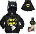 Los niños del enchufe de fábrica del envío libre de la MANTA SY049 capa de Batman de la historieta del muchacho con capucha abrigo de otoño invierno de los niños prendas de vestir exteriores Al Por Menor