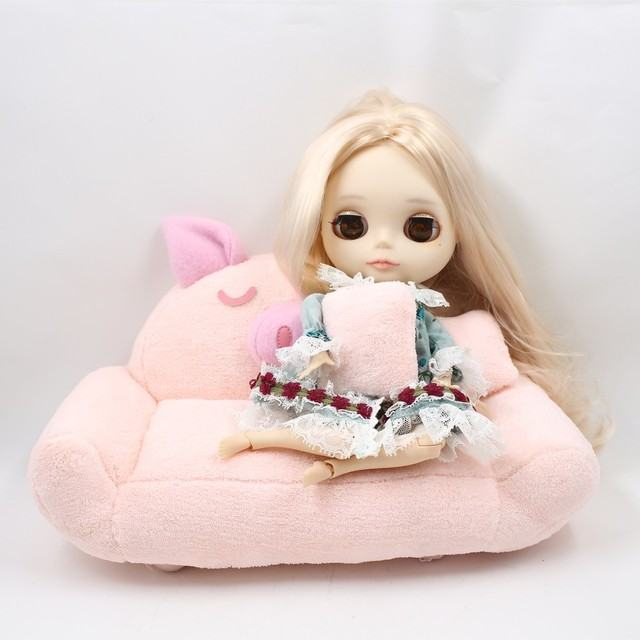 Middie Mini Blythe Doll Bed & Sofa Free Pillows