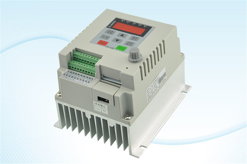750w 1HP VFD frequency inverter 1phase 220VAC input 1phase 0-220V output 3A 20-50hz for Fan pump monophase motor in six schmidt sn74hc14n dip14 new and original ic free shipping
